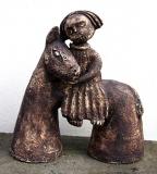 Ivana a Jan Bambasovi: Muž s oslíkem, kamenina, výška 39 cm, cena 4.600.- Kč